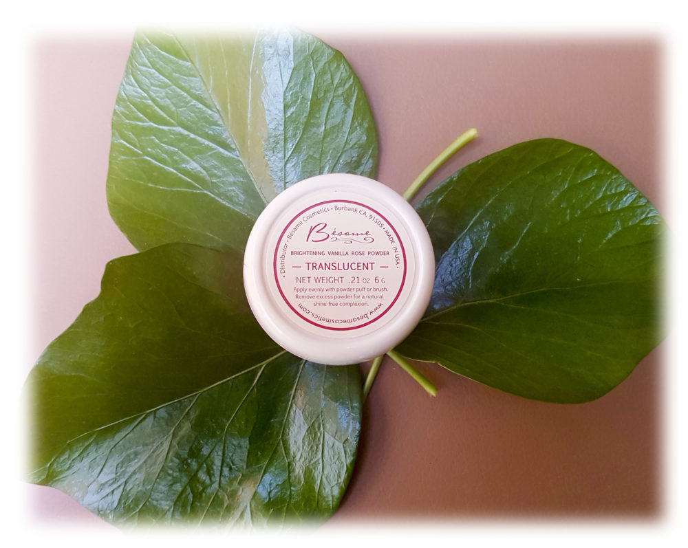 Озаряваща пудра от Bésame Cosmetics: Vanilla Rose Brightening Powder